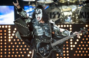 2599949-gene-simmons-kiss-617-409